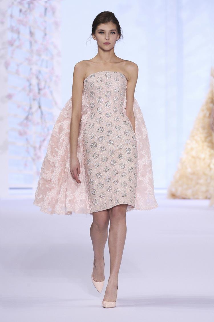 Розовое платье короткой длины на выпускной бал