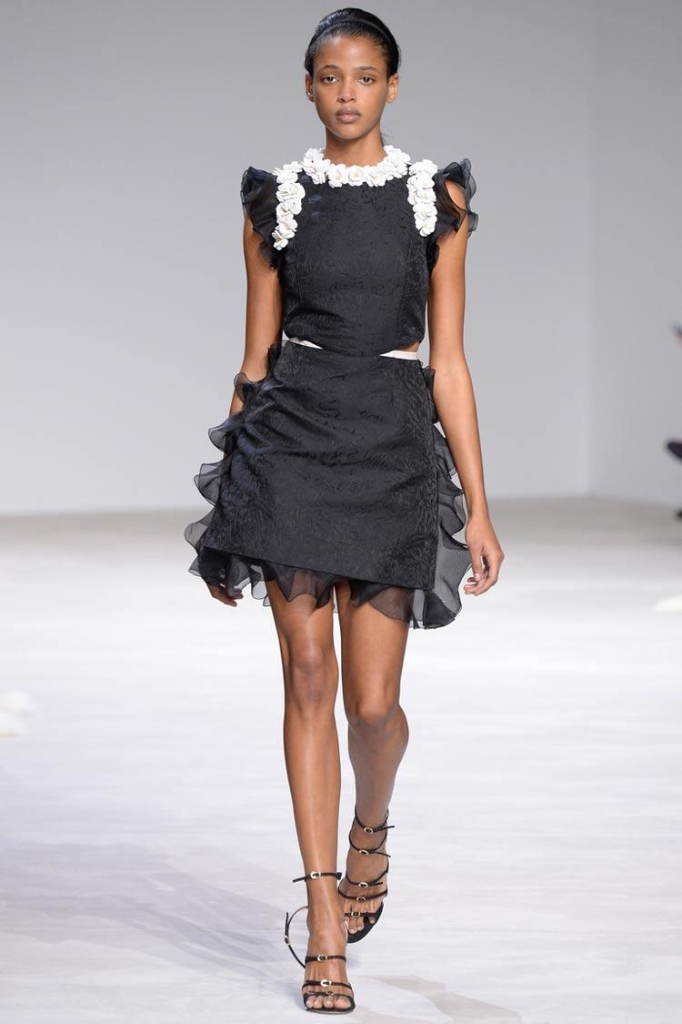 Черное платье выпускницы 2016