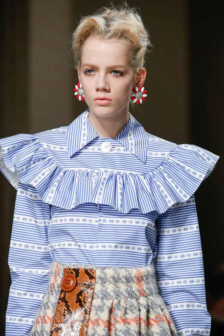 Модная блуза с воланами весна-лето 2016